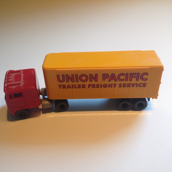 Tyco Brown Box: Tyco HO Scale Union Pacific Cab & Container